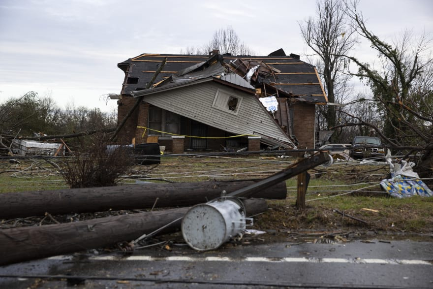 Tennessee declara estado de emergencia tras el paso de tornados