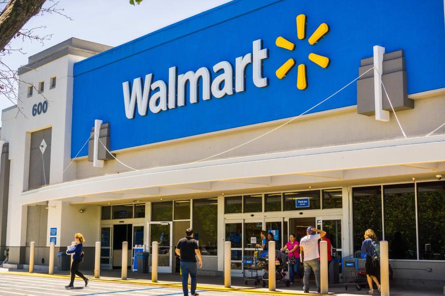 Walmart pide a clientes que usen tarjetas debido a escasez de monedas por coronavirus