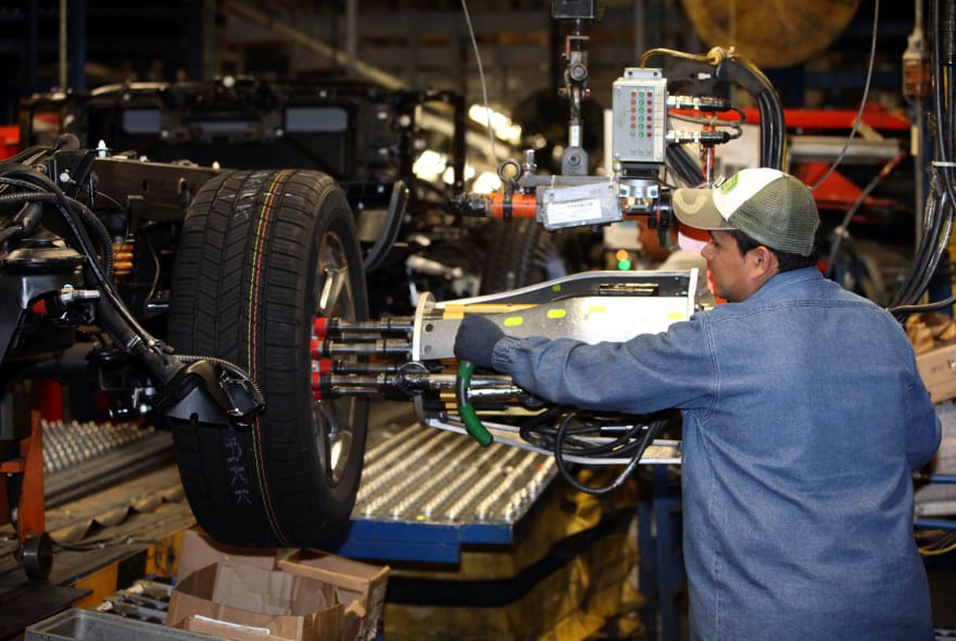 Trump advierte que aranceles de EE.UU. a autos de Canadá serían 'devastadores'