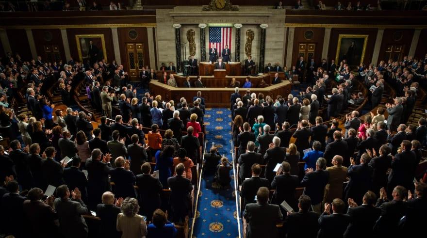 Se extienden conversaciones sobre plan de ayuda en el Senado hasta fin de semana