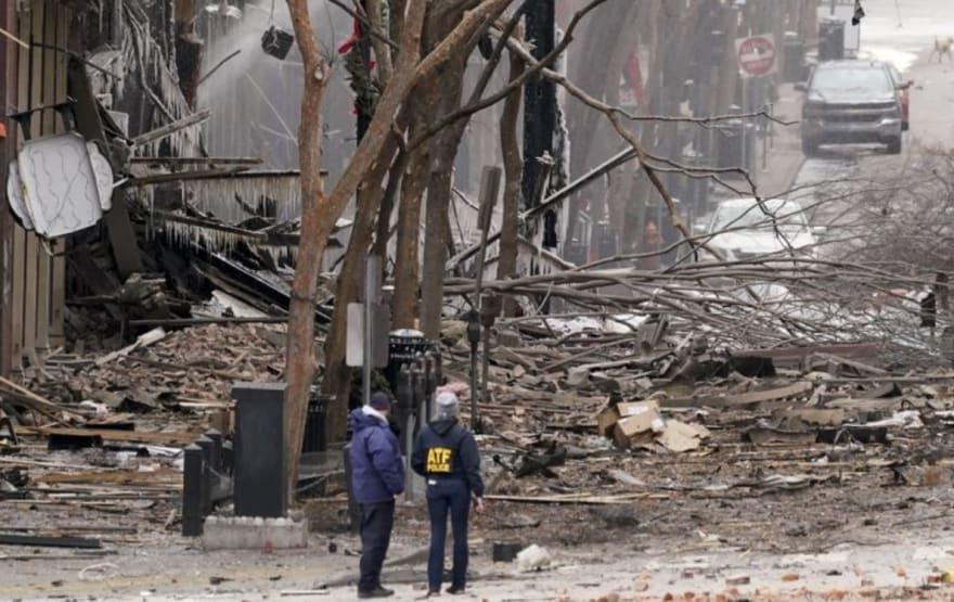 Hallan restos humanos cerca de la escena de la explosión de Nashville