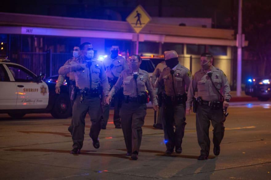 Los Ángeles incrementa el número de contagios por coronavirus, entre ellos casi 2 mil policías que están en cuarentena