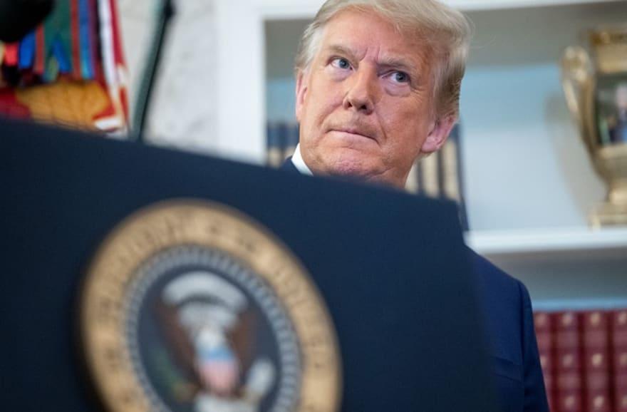 """Trump pidió a secretario de Estado de Georgia """"encontrar"""" 11 mil votos y """"recalcular"""" resultado de elecciones"""