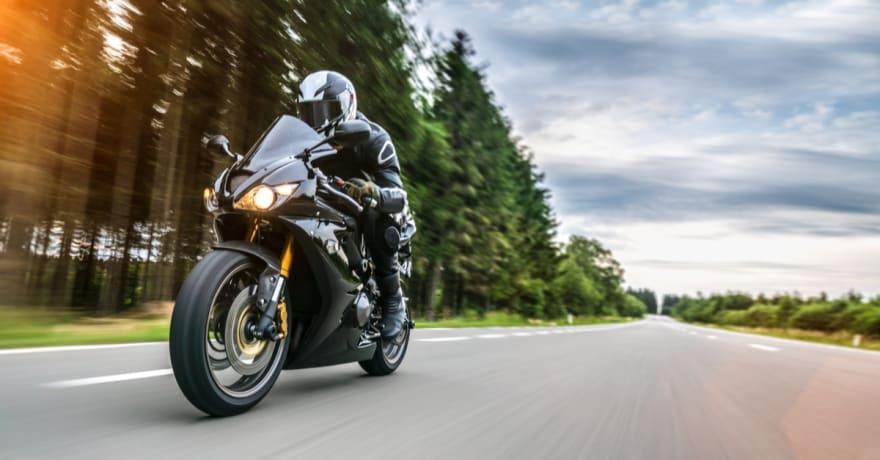 Japoneses inventan motocicleta inflable funcional que cabe en mochila