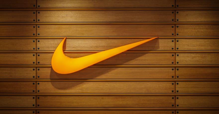 Nike crea tennis con cordones automáticos que se atan al solos