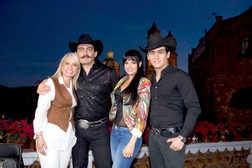 Juliana Figueroa, hija de Joan Sebastian, acusa a sus hermanos de 'despojarla' de su herencia (VIDEO)
