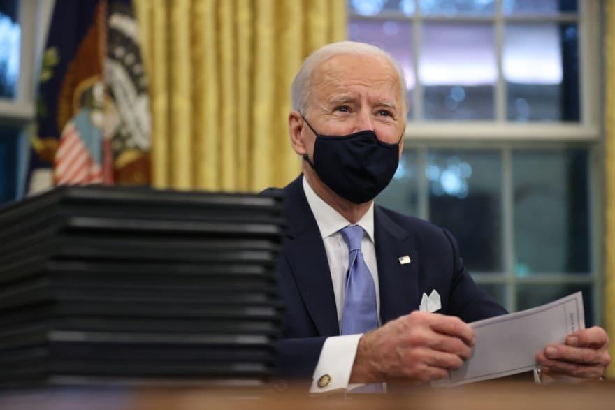 """Joe Biden dice que Trump le ha dejado """"una carta muy generosa"""""""