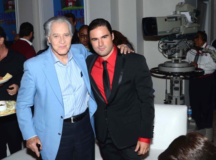 El hijo de el actor Rogelio Guerra, Aldo Guerra sale del clóset y muestra a su pareja en redes sociales (FOTO)