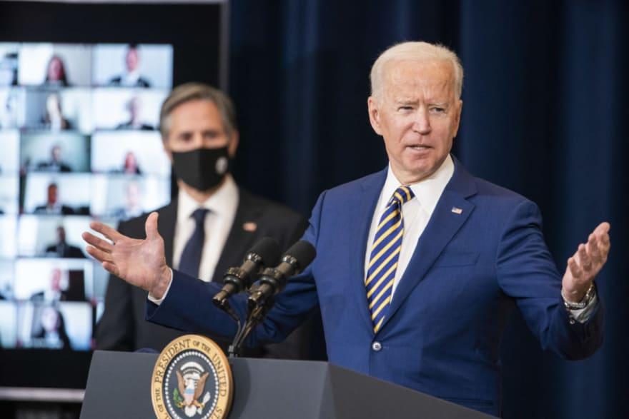 Biden aumenta el cupo anual de refugiados en EE.UU.