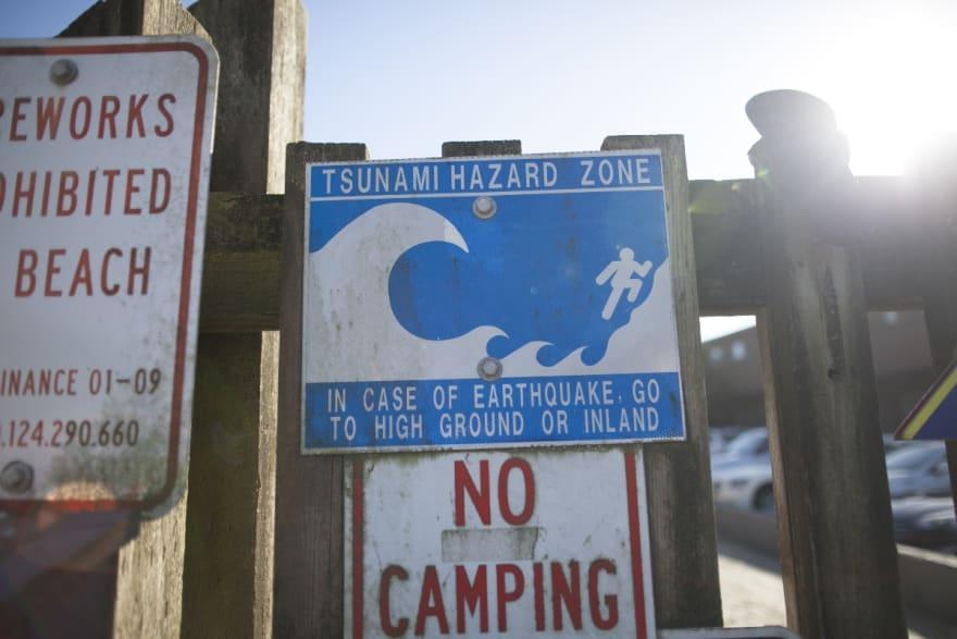 Sismo sacude Pacífico Sur y emiten alerta por tsunami