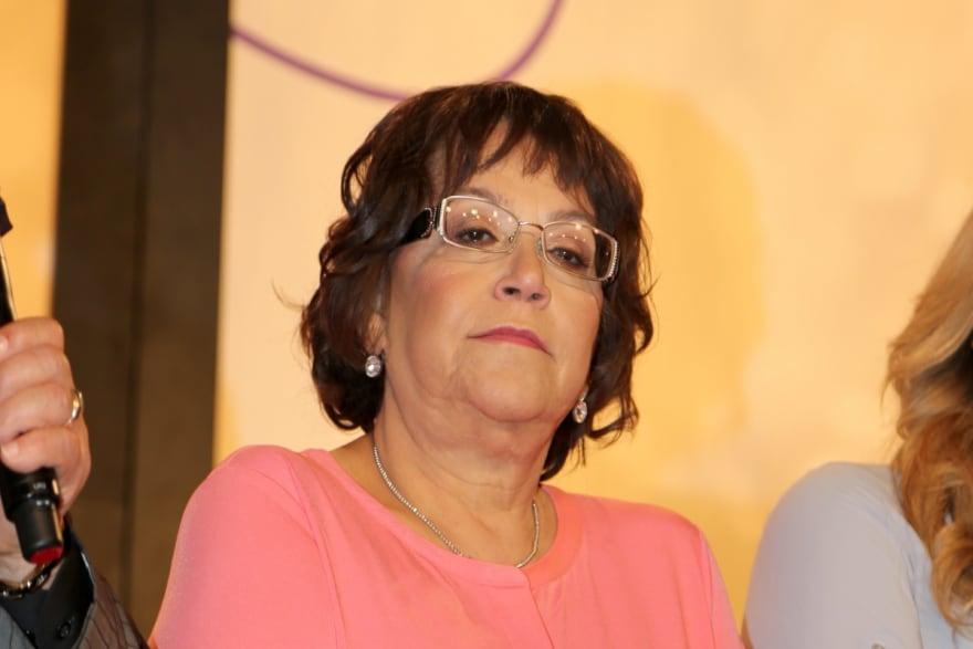 Mientras prepara mole, la señora Rosa Rivera hace impactante confesión