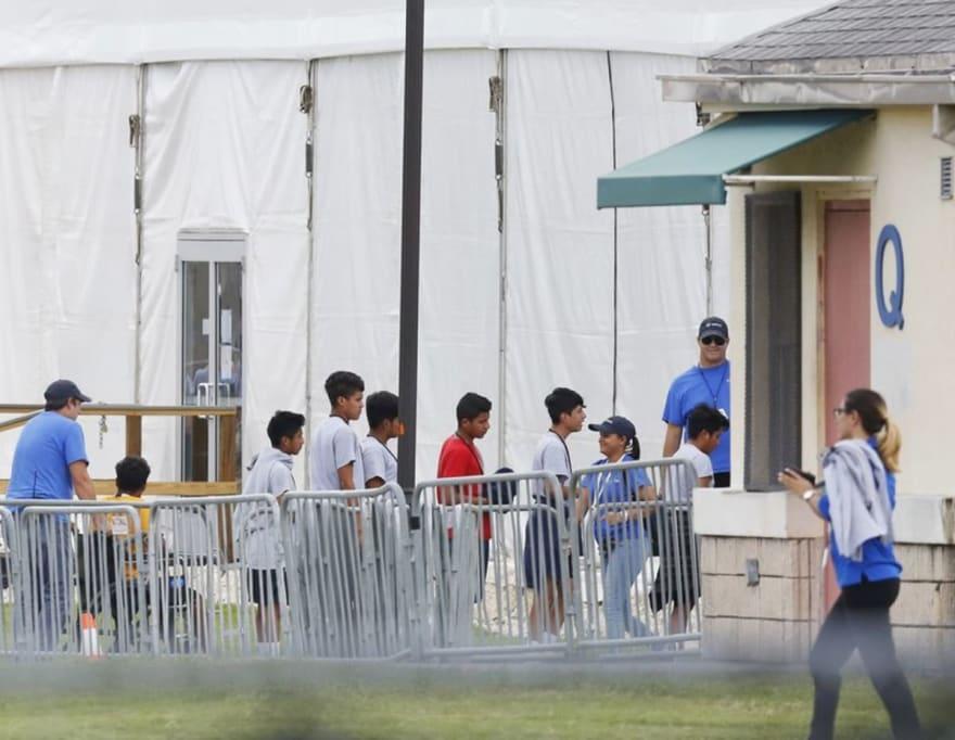 Legisladores demócratas proponen al Congreso ley para proteger a niños migrantes detenidos