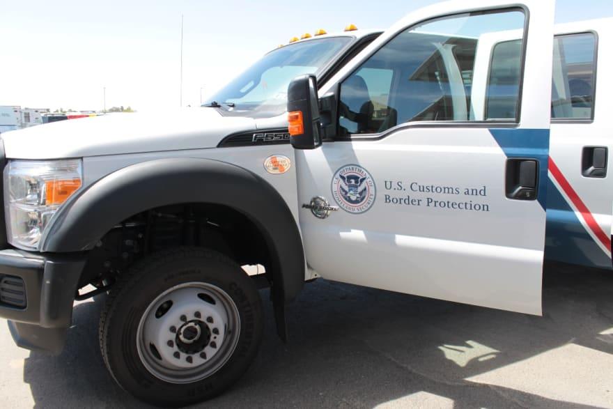 Persecución de camioneta con inmigrantes en California deja varios heridos