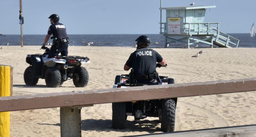 Hombre intenta enterrar viva a su esposa en playa de Coronado, California (FOTO)