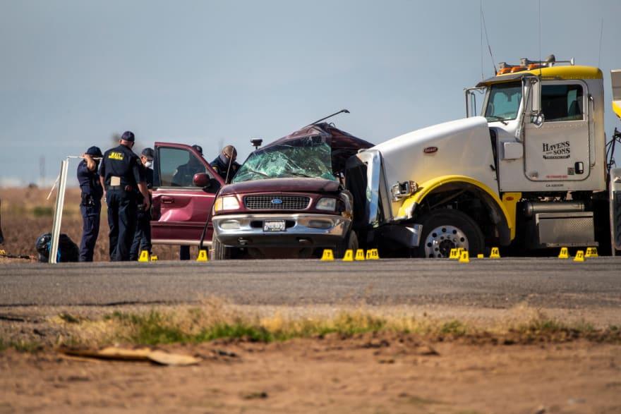 Se filtran fuertes imágenes del accidente en El Centro y se revela que murieron al menos 10 mexicanos