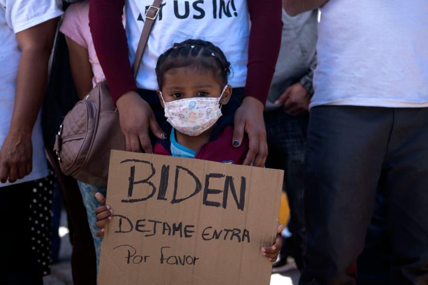 Miles de niños inmigrantes 'no acompañados' saturan frontera sur de EE.UU.