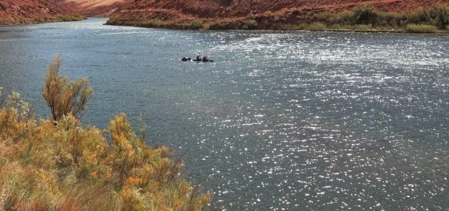 Circula material de contrabando de migrantes en Río Colorado por rafting (VIDEO)