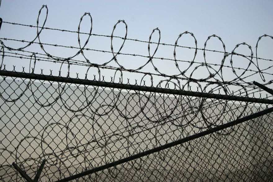 ICE deporta a mexicano que terminó de cumplir condena por asesinato