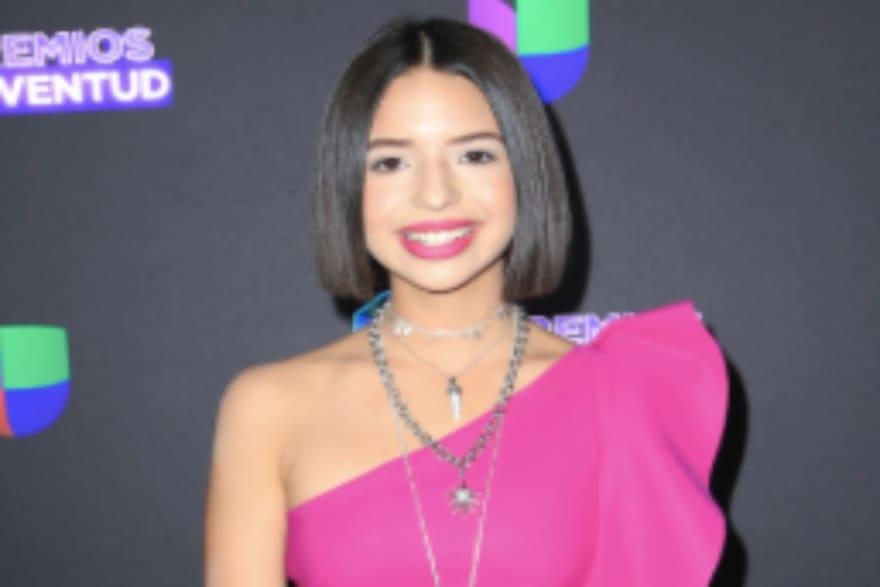 La Chacha (1 de Abril) Ángela Aguilar cambia su cabellera corta y ahora tiene el pelo hasta la cintura (FOTOS)
