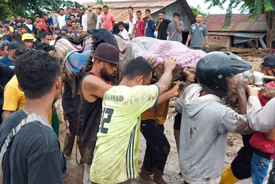 Suben a 126 los muertos por los aguaceros en Indonesia