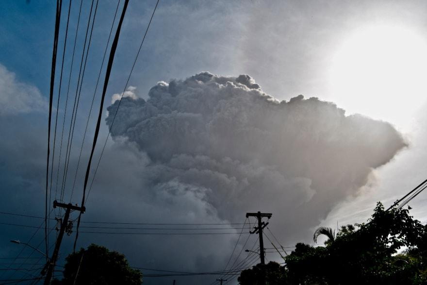 San Vicente espera nuevas erupciones mientras llega la ayuda y miles siguen evacuados