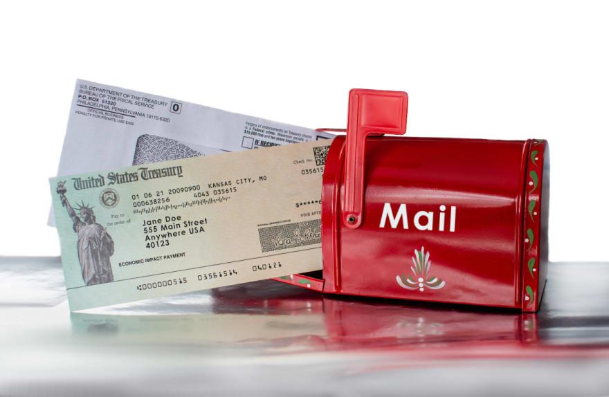 ¿Quiénes recibirán su tercer cheque con el quinto lote del IRS?
