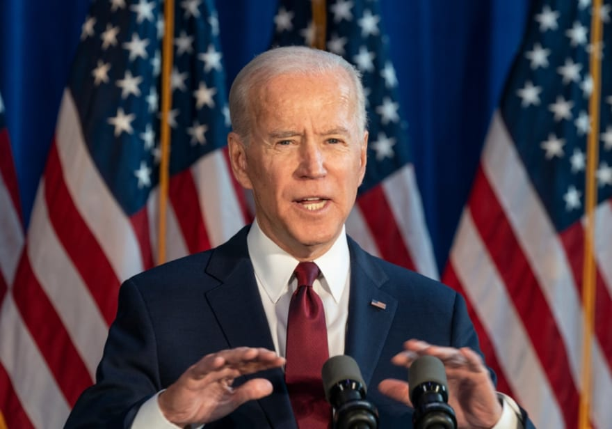Biden dice que combatir cambio climático creará millones de empleos bien pagados