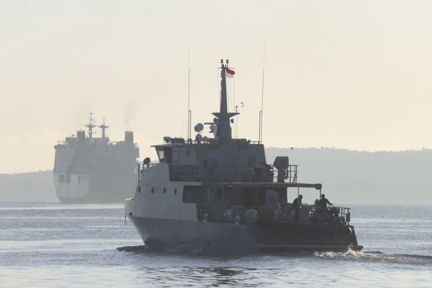 Indonesia halla artículos de submarino, que estaría hundido, y descartan sobrevivientes