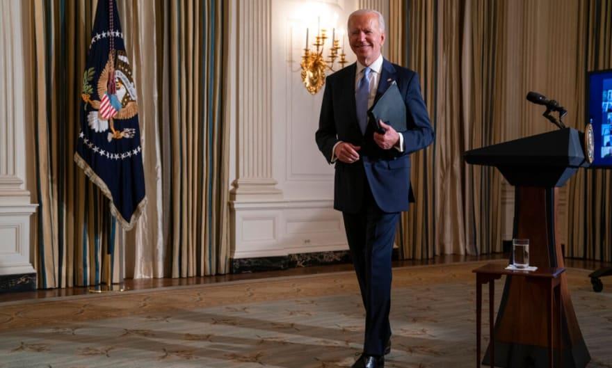 Gobierno de Biden dará 375 dólares al mes a niños de bajos recursos este verano