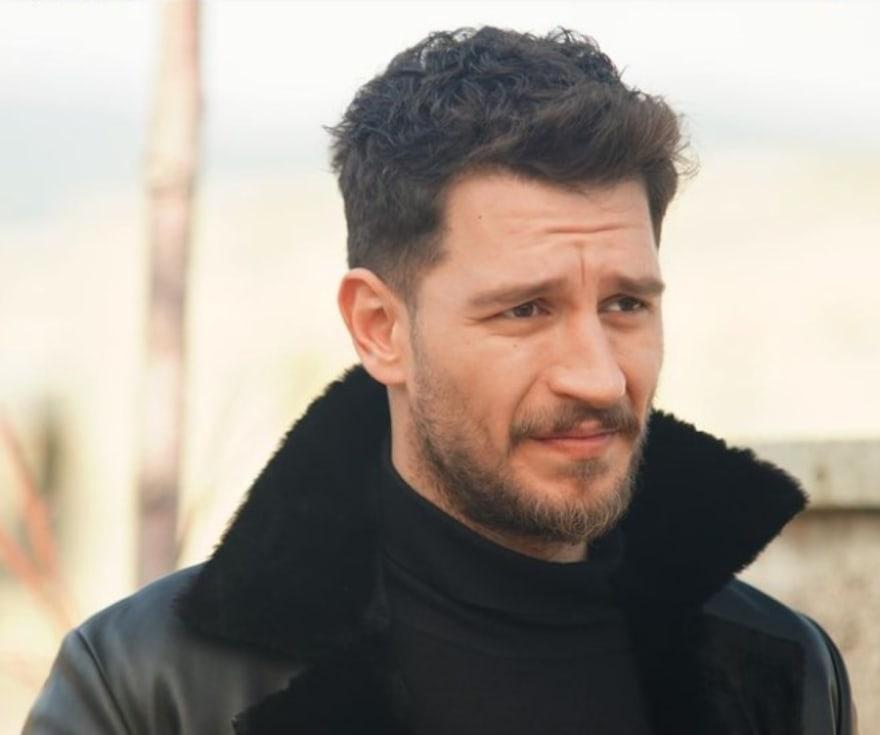 Revelan fotos íntimas de Uraz Kaygilaroglu, actor de la novela turca La Hija del Embajador
