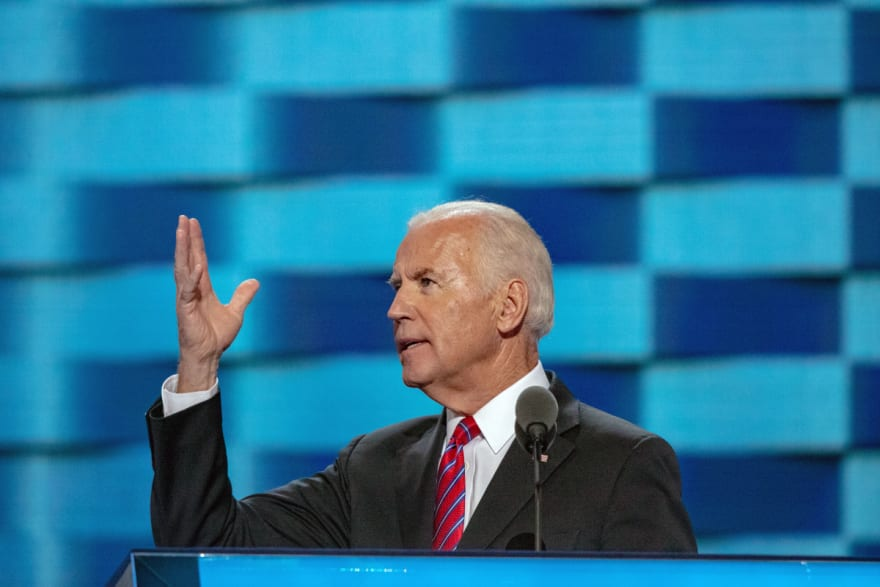 Biden eleva cifra de refugiados tras fuertes críticas