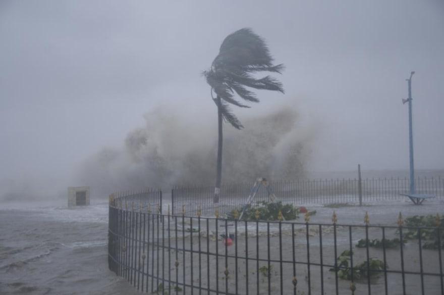 Fuerte ciclón azota India y Bangladesh tras 1.1 millones de habitantes evacuados