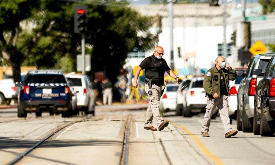 Confirman 8 muertos en tiroteo en estación ferroviaria de California