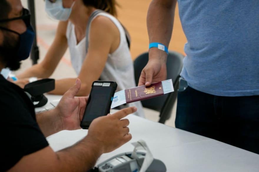 Indocumentados recibirán ID en Miami-Dade con ciertos beneficios