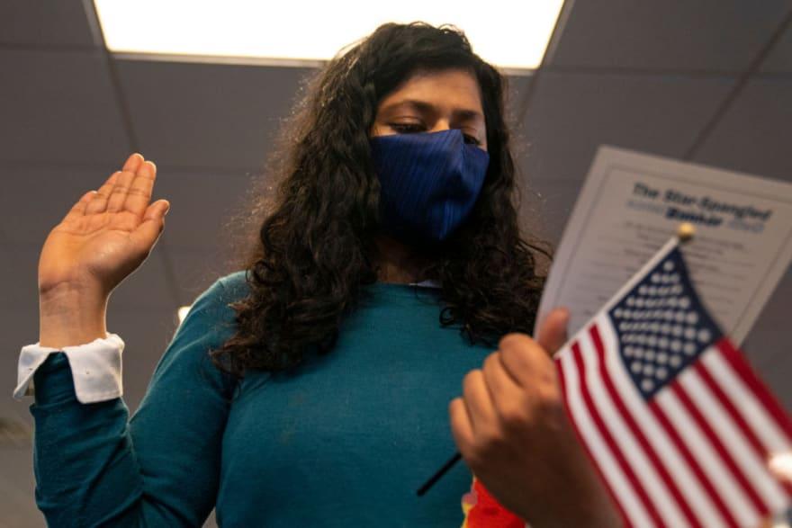 Advierten cuáles inmigrantes podrían ser castigados fuera de EE.UU. por 10 años