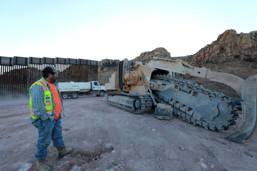 Gobernador de Texas anuncia que construirá un muro fronterizo