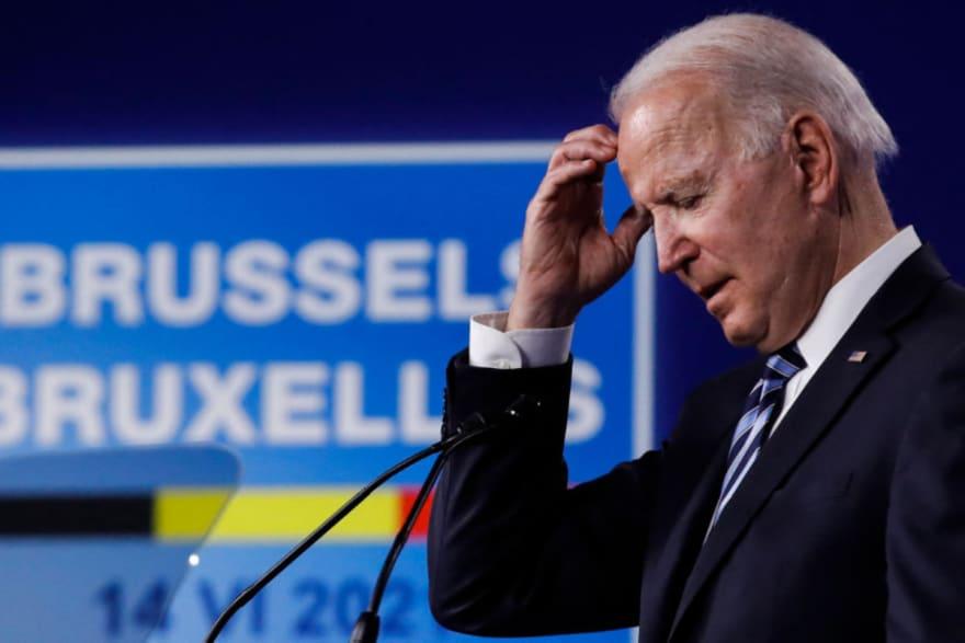 ¿Sin papeles? Dan mala noticia sobre la reforma migratoria de Biden