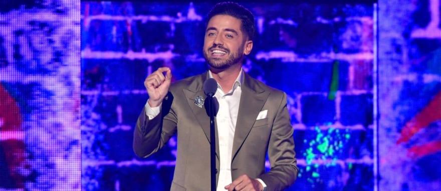 Alarma en Univisión: Borja Voces confirma que tiene COVID-19 tras conducir Premios Juventud (VIDEO)
