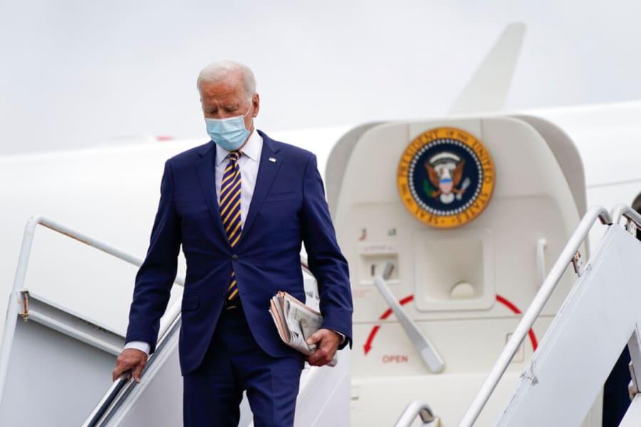 Administración de Biden anuncia cuándo suavizará restricciones de viaje y qué exigirá a viajeros