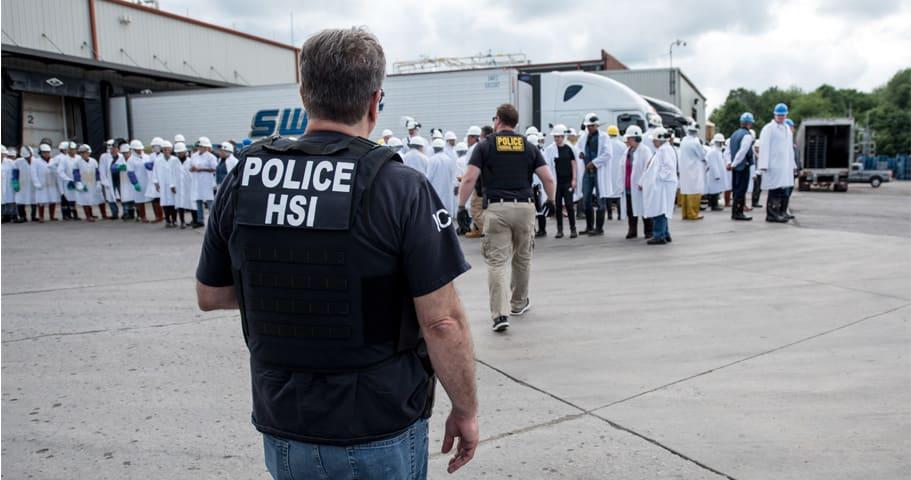 Decenas de hispanos faltan al trabajo por temor a ser arrestados por ICE