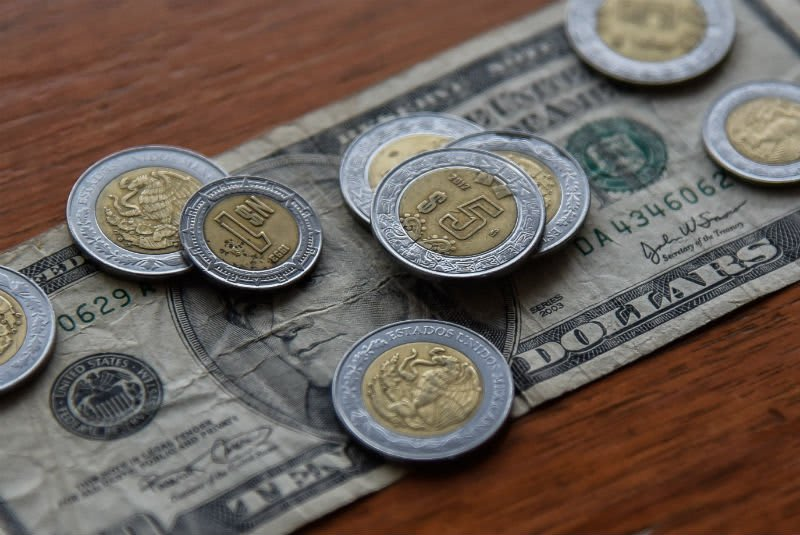 ¿A cuánto está el cambio del dólar a peso mexicano el 7 de diciembre y por qué?