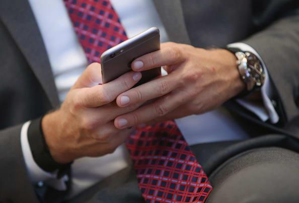 California propone cobrar impuestos por uso de mensajes de texto en celulares