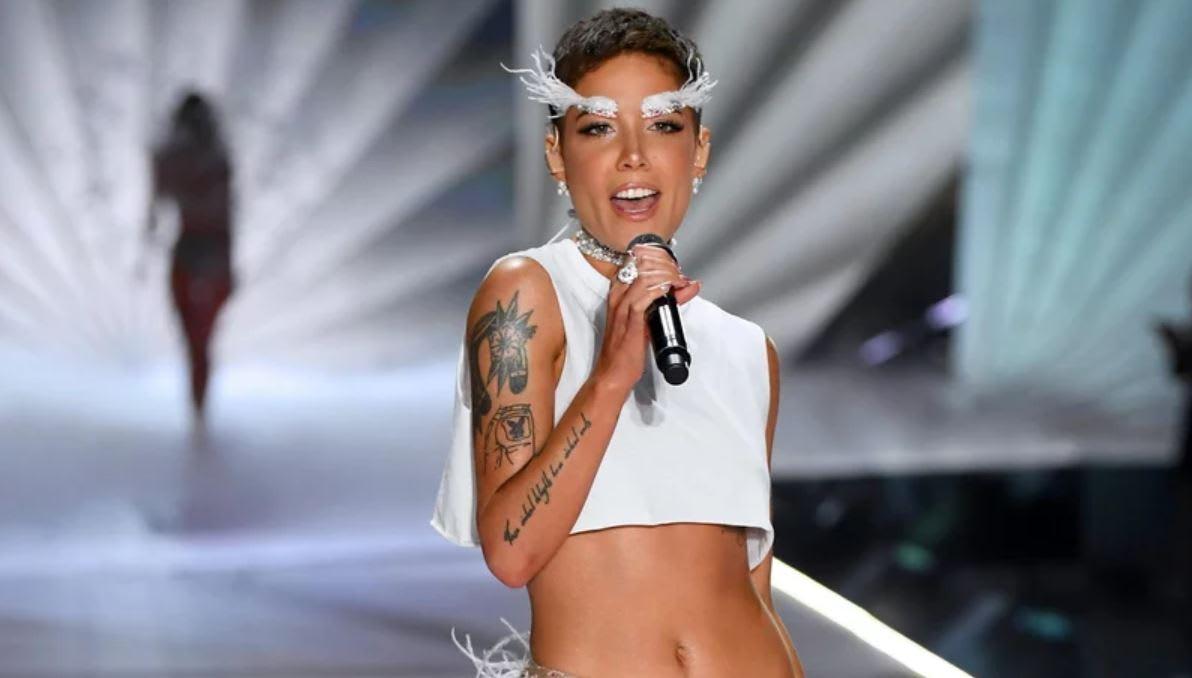 Cantante Halsey critica a Victoria's Secret luego de desfile 2018 (FOTO y VIDEO)