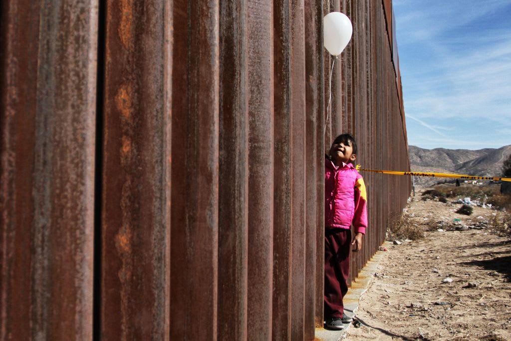 'Gringo' cumple deseo navideño de niña mexicana