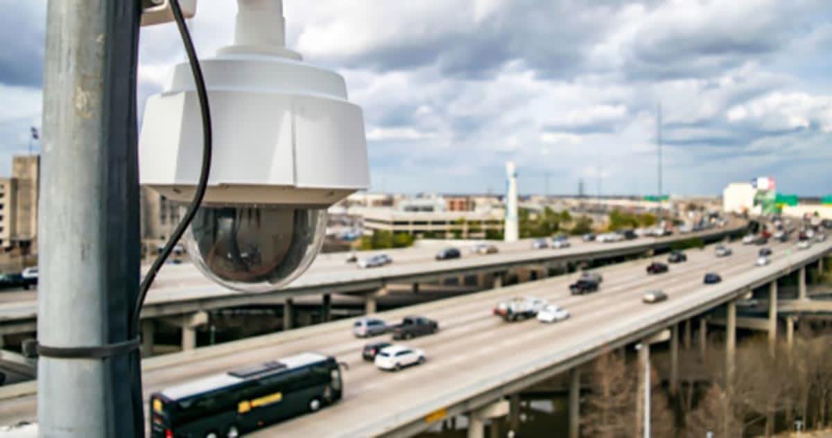 Texas prohíbe multas a infractores descubiertos por cámaras de tránsito
