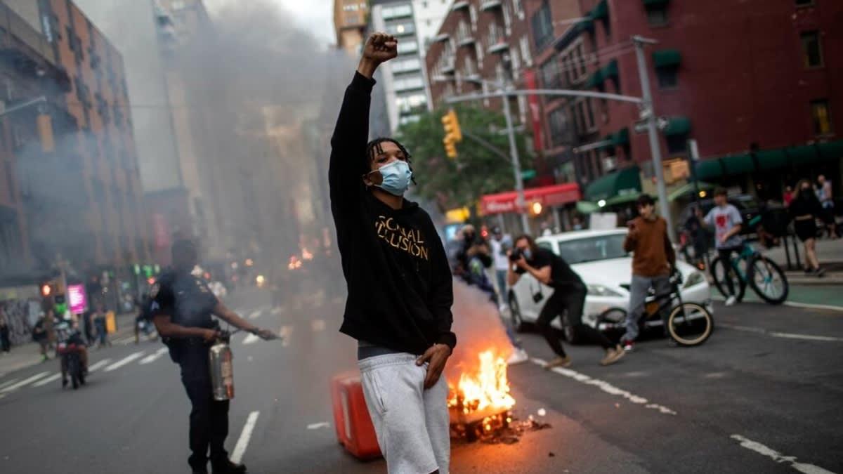 Impactante: Arrolló a multitud en protesta por Floyd y disparó a manifestante (VIDEO FUERTE)
