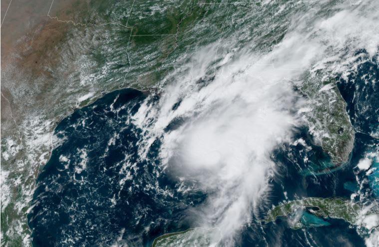 La tormenta Marco se convierte en huracán en el Golfo de México