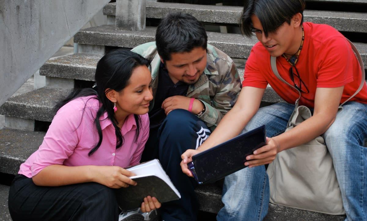 Arizona: Recaudan fondos para dar becas a estudiantes indocumentados