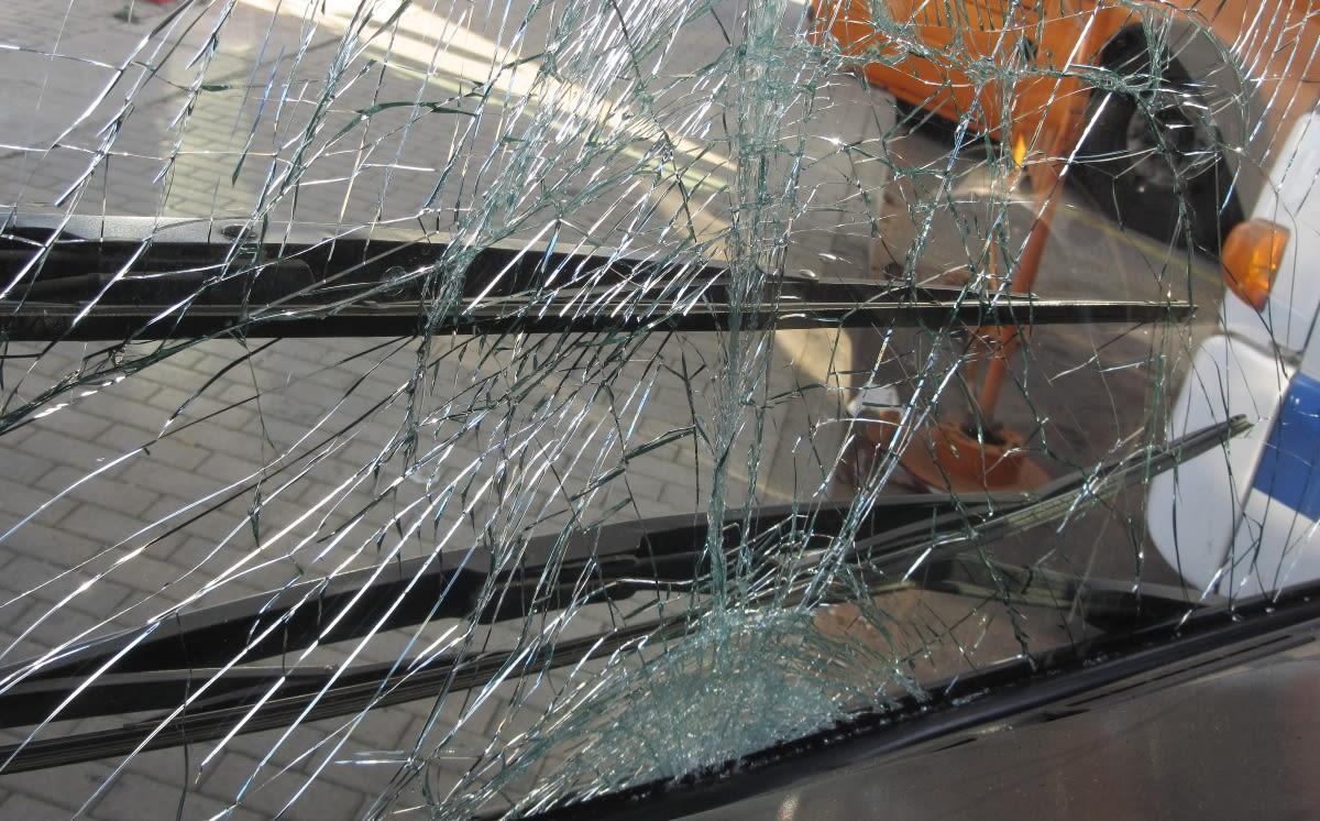 TRAGEDIA: 19 muertos al despeñarse un autobús por un barranco (FOTOS)