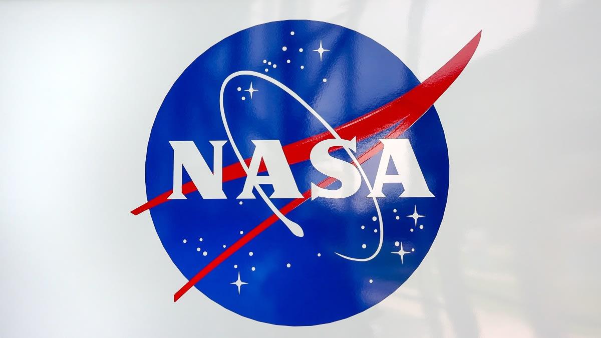 HISTÓRICO descubrimiento de la NASA: Hay AGUA en la Luna (VIDEO)